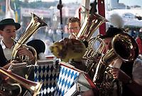 Deutschland, Bayern, Oberbayern, Muenchen: Oktoberfest - Blasmusik | Germany, Bavaria, Upper Bavaria, Munich: October Festival - Brass Instruments