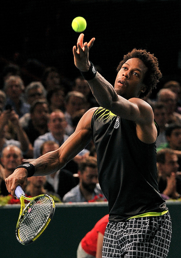 Gael MONFILS (FRA) the No 12 seed in action against Roger FEDERER (SUI) the No 1 seed in the Semi-final. Gael MONFILS beat Roger FEDERER 7-6 (9-7) 6-7 (1-7) 7-6 (7-4)..