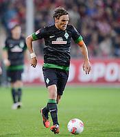 FUSSBALL   1. BUNDESLIGA   SAISON 2012/2013  5. SPIELTAG  26.09.2012 SC Freiburg - SV Werder Bremen Clemens Fritz (SV Werder Bremen) am Ball