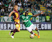 CALI -COLOMBIA-02-08-2015. Kevin Balanta (Der.) jugador de Deportivo Cali disputa el balón con Rogerio Leichtweis (Izq) jugador de Deportes Tolima durante partido entre Deportivo Cali y Deportes Tolima por la fecha 4 de la Liga Aguila II 2015 jugado en el estadio Deportivo Cali (Palmaseca) de la ciudad de Cali. / Kevin Balanta (R) player of Deportivo Cali fights for the ball with Rogerio Leichtweis (L) players of Deportes Tolimal during the match between Deportivo Cali and Deportes Tolima for the 4th date of the Liga Aguila II 2015 played at the Deportivo Cali (Palmaseca) stadium in Cali city. Photo: VizzorImage/ Nelson Rios / Cont