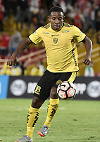 BOGOTÁ - COLOMBIA, 25-07-2017: Miguel Segura O jugador de F Amarilla en acción durante partido entre Independiente Santa Fe de Colombia y Fuerza Amarilla de Ecuador por la segunda fase, llave 8, de la Copa CONMEBOL Sudamericana 2017 jugado en el estadio Nemesio Camacho El Campin de la ciudad de Bogotá. / Miguel Segura O player of F Amarilla in action during the match between Independiente Santa Fe of Colombia and Fuerza Amarilla of Ecuador for the second phase, key 8, of the Copa CONMEBOL Sudamericana 2017 played at Nemesio Camacho El Campin stadium in Bogota city.  Photo: VizzorImage / Gabriel Aponte / Staff