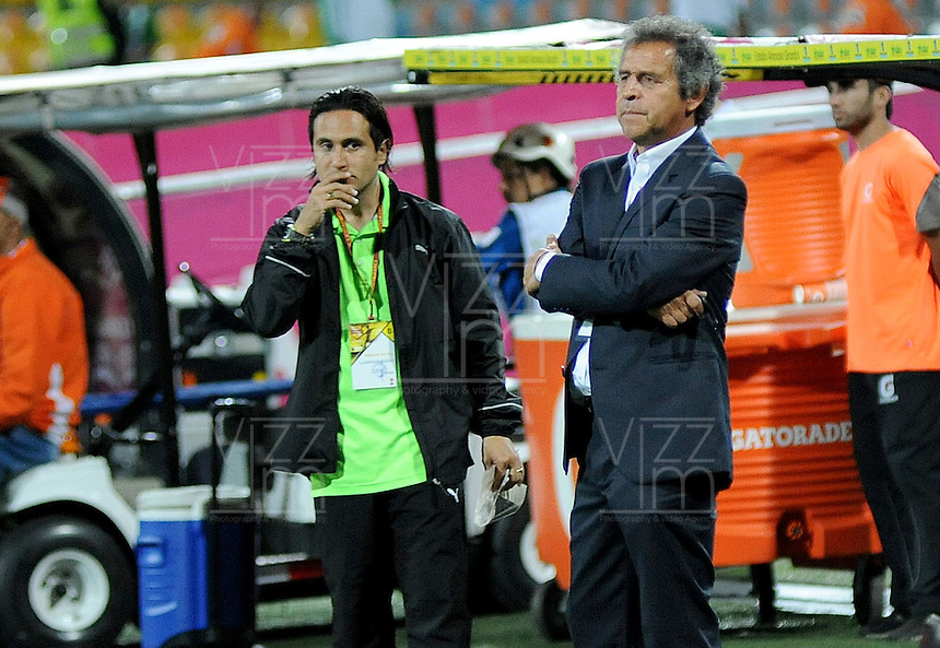MEDELLIN - COLOMBIA -26-05-2016: Arturo Boyaca técnico de La Equidad gesticula durante partido con Atlético Nacional por la fecha 15 de la Liga Águila I 2016 jugado en el estadio Atanasio Girardot de la ciudad de Medellín./ Arturo Boyaca coach of La Equidad gestures during match against Atletico Nacional for the date 15 of the Aguila League I 2016 at Atanasio Girardot stadium in Medellin city. Photo: VizzorImage / Cristian Alvarez / CONT