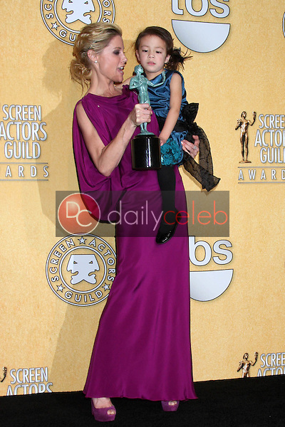 Julie Bowen, Aubrey Anderson-Emmons<br /> at the 18th Annual Screen Actors Guild Awards Pressroom, Shrine Auditorium, Los Angeles, CA 01-29-12<br /> David Edwards/DailyCeleb.com 818-249-4998