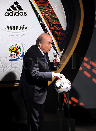 04 12 2009 Copyright Pictures Football FIFA World Cup 2010 Lots Cape Town  04 Dec 09 Football FIFA World Cup 2010 Group draw Praesentation the official World Cup Balls Picture shows President Joseph Blatter FIFA with the official World Cup Ball Jabulani Photo: Imago Photodienst/Actionplus - UK Editorial Use