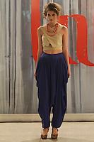 ATENCAO EDITOR FOTO EMBARGADA PARA VEICULO INTERNACIONAL - CURITIBA, PR, 25 DE OUTUBRO DE 2012 – LABmoda – O LABmoda – 4ª Semana da Moda de Curitiba começou sua programação de desfiles hoje (25), no Museu Oscar Niemeyer, em Curitiba. Divididos entre Passarelas 1, 2 e Art, os desfiles acontecem em paralelo ao projeto Degustação Musical e à Feira LABmoda, onde o consumidor encontra os produtos das próprias marcas que desfilam e ainda um mix de marcas selecionadas que ocupam 40 estandes. A programação no MON prossegue até domingo (28). Na passarela 2, desfile de Fernanda e Gabriela (Senai). (FOTO: ROBERTO DZIURA JR./ BRAZIL PHOTO PRESS)