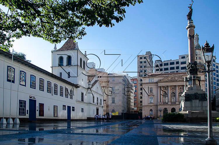 Páteo do Colégio e e Monumento Glória Imortal aos Fundadores de São Paulo, São Paulo-SP, 01/2014.