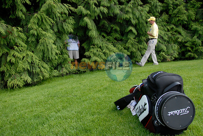 Robert Karlsson dissapears into the trees to find his ball as his caddy looks on at the 18th green during the third round of the 2008 Irish Open at Adare Manor Golf Resort, Adare,Co.Limerick, Ireland 17th May 2008 (Photo by Eoin Clarke/GOLFFILE)