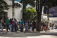 SÃO PAULO,SP, 10.03.2017 - FUNDO-GARANTIA - Fila é vista na agência da Caixa Econômica Federal no bairro do Jabaquara na regiao sul da cidade de São Paulo, nesta sexta-feira (10), primeiro dia de saque das contas inativas do Fundo de Garantia do Tempo de Serviço (FGTS) para os beneficiários nascidos em janeiro e fevereiro. (Foto: Danilo Fernandes/Brazil Photo Press)
