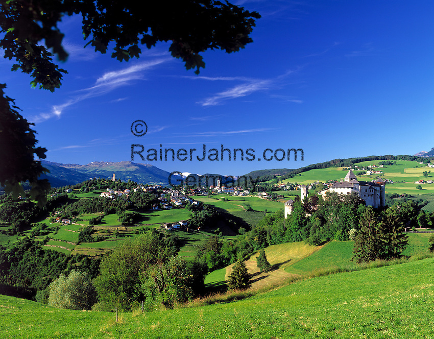 Italy, South Tyrol, Alto Adige, Dolomites, castle Proesels and view at Fie allo Sciliar