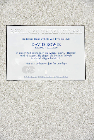 Inauguration of the memorial plaque to David Bowie at his Berlin homet in the Hauptstrasse 155, Berlin, Germany, 22.08.2016<br /> Credit: NicoleKubelka/face to face /MediaPunch ***FOR USA ONLY***