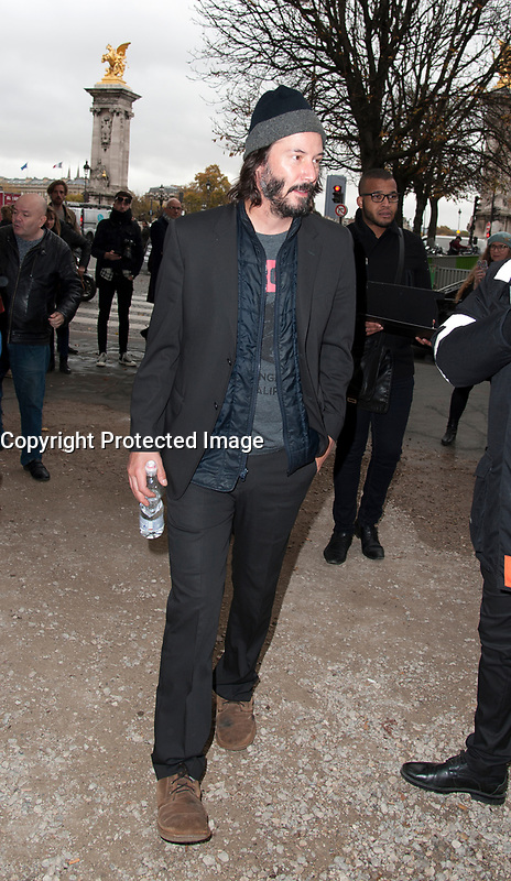 November 10 2017, Paris, France - The Actor Keanu Reeves, guest of the Paris Photo 2017 at Grand Palais on Avenue du Général Eisenhower in Paris. He signs autographs for his fans. # LES PEOPLE AU SALON PARIS PHOTO 2017 AU GRAND PALAIS