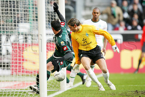 30 01 2010 Moenchengladbach Germany 1 Football Bundesliga Season 2009 2010 Borussia Moenchengladbach SV Werder Bremen Glad Bach Roberto Colautti reached against  Tim Meadow.
