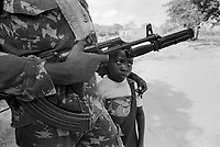 - Mozambique,  guerrilla of RENAMO anti-government organization in the village of Inhaminga, province of Sofala....- Mozambico, guerrigliero della organizzazione antigovernativa RENAMO nel villaggio di Inhaminga, provincia di Sofala - Mozambique 1993, village occupied by anti-government rebels of RENAMO in the province of Sofala<br />