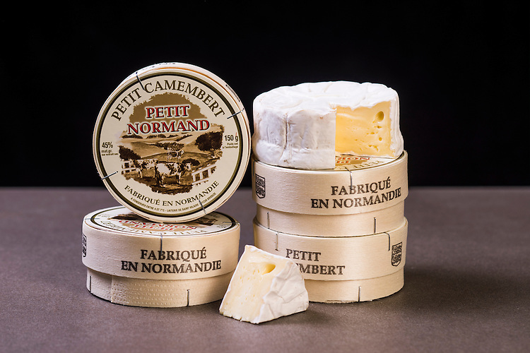 Say Cheese Product shots , Smelly Cheese shop, Normandy camembert petit Photo: Nick Clayton