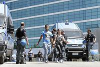 Roma, 29 Maggio 2015<br /> La polizia sgombera le famiglie che avevano occupato ieri il palazzo di vetro in  via Cristoforo Colombo dove ha sede il centro direzionale di confcommercio.<br /> Famiglie lasciano lo stabile passando tra lo schieramento della polizia