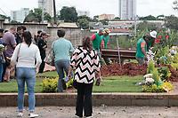 Indaiatuba (SP), 11/02/2020 - Enterro - Foi sepultado na manha desta terça-feira (11), no cemitério Parque dos Indaiás, em Indaiatuba (SP), o corpo de Andrew Silva, de 19 anos, morto em uma briga no centro da cidade de Campinas (SP).