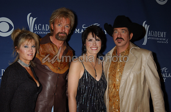 May 26, 2004; Las Vegas, NV, USA; Musicians RONNIE DUNN and KIX BROOKS of 'Brooks & Dunn' with wives  during the 39th Annual Academy of Country Music Awards held at Mandalay Bay Resort and Casino. Mandatory Credit: Mandatory Credit: Photo by Laura Farr/AdMedia. (©) Copyright 2004 by Laura Farr