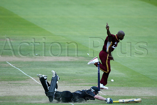 10 July 2004: West Indies bowler TINO BEST runs out GARETH HOPKINS of New Zealand during the NatWest Series Final   played at Lords. New Zealand beat the West Indies by 107 runs. Photo: Neil Tingle/Action Plus...040710 cricket cricketer run out runout