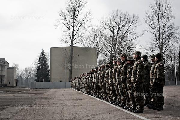 WARSZAWA, 21/02/2015:<br /> Czlonkowie paramilitarnej organizacji FIA (Wierni w gotowosci pod bronia) podczas treninigu w jednostce wojsk pancernych w Wesolej. FIA jest jedna z siedmiu orga nizacji, ktore maja przez MON zostac polaczone w federacje i sformowac  nowe sily rezerwowe na wzor amerykanskiej Gwardii Narodowej.<br /> Fot: Piotr Malecki<br /> <br /> WARSAW, POLAND, 21/02/2015:<br /> Cadets of Polish paramilitary organization FIA (FIDELES ET INSTRUCTI ARMIS) during their training at the Polish army base in Warsaw. FIA consists of ordinary people of various occupations, who volunteer to learn military techniques,  and it's getting more popular because of the war in Ukraine.<br /> Seven such organization including FIA are now being endorsed by the Polish Army, which is planning to create a strong reserve army shaped like the American National Guard.<br /> (Photo by Piotr Malecki)