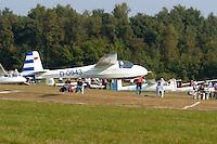 Ka 8: EUROPA, DEUTSCHLAND, HAMBURG 24.09.2005:Bundesjugendvergleichsfliegen 2005 in Hamburg Boberg, Segelflugzeug, Ka 8 bei der Ziellandung