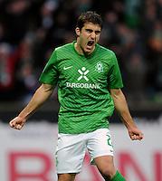 FUSSBALL   1. BUNDESLIGA   SAISON 2011/2012    16. SPIELTAG SV Werder Bremen - VfL Wolfsburg          10.12.2011 SOKRATIS Papastathopoulos (SV Werder Bremen) bejubelt seinen Treffer zum 1:0