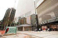 SÃO PAULO, SP,30.04.2015: SHOPPING-SP - Operários fazem últimos reparos na fachada do shopping Cidade São Paulo, na avenida Paulista no centro de São Paulo (SP), cuja inauguração está prevista para esta quinta-feira (30). (Foto:Gabriel Soares / Brazil Photo Press)