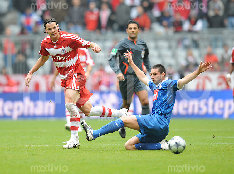 Fussball 1. Bundesliga Saison 2008/2009 7. Spieltag FC Bayern Muenchen - VfL Bochum 04.10.2008,Daniel van Buyten(FCB links) gegen Marc Pfertzel (Bochum),.