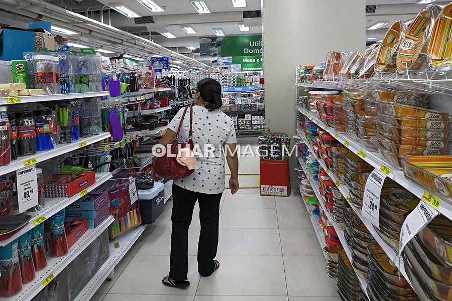 Setor de utilidades domesticas nas Lojas Americanas, Shopping Light. Sao Paulo. 2017. Foto Juca Martins