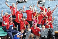 ZEILEN: GROU: Pikmar, De Tynje, Wide Ie, 30-07-2016, SKS skûtsjesilen, blijdschap op het Drachtster skûtsje na de overwinning, ©foto Martin de Jong