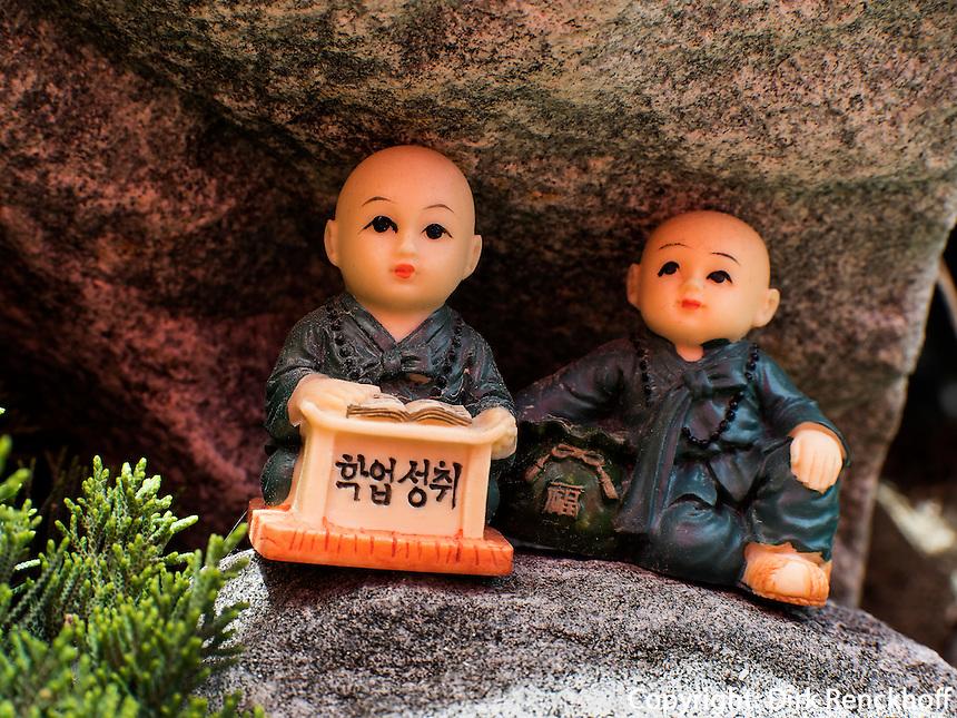 Votivfiguren, buddhistischer Tempel Haedong Yonggungsa, Busan, Gyeongsangnam-do, S&uuml;dkorea, Asien<br /> votive figurines, buddhist temple Haedong Yonggungsa, Busan,  province Gyeongsangnam-do, South Korea, Asia