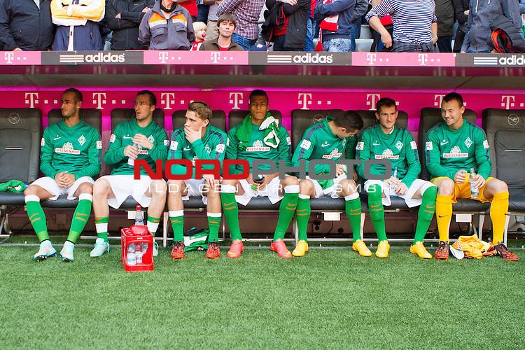 18.10.2014, Allianz Arena, Muenchen, GER, 1.FBL,  FC Bayern Muenchen vs. SV Werder Bremen, im Bild Die Bremer auswechselbank<br /> Alejandro Galvez (Bremen #4), Santiago Garcia (Bremen #2), Nils Petersen (Bremen #24), Davie Selke (Bremen #27), Marnon Busch (Bremen #50), Zlatko Junuzovic (Bremen #16), Raif Husic (Bremen #40)<br /> <br /> Foto &copy; nordphoto / Straubmeier