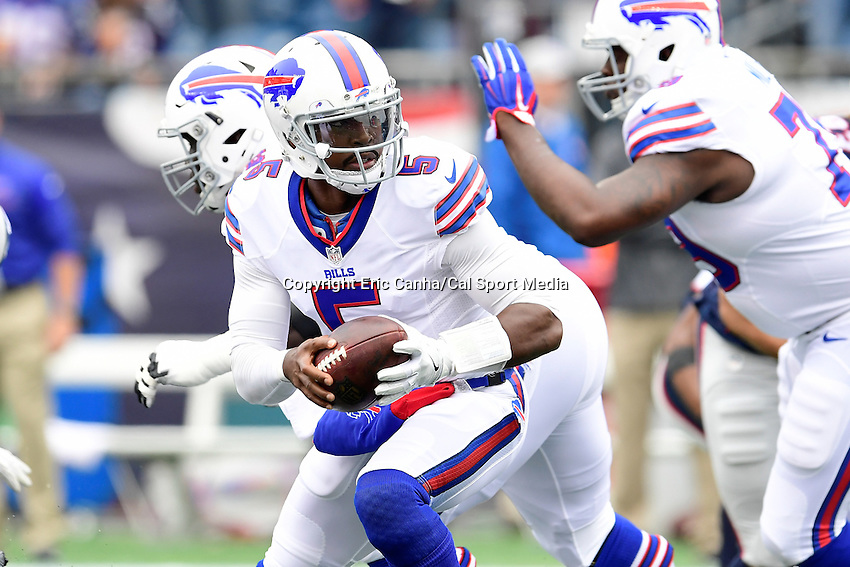 Sunday, October 2, 2016: Buffalo Bills quarterback Tyrod Taylor (5) hands off the ball during the NFL game between the Buffalo Bills and the New England Patriots held at Gillette Stadium in Foxborough Massachusetts. Buffalo defeats New England 16-0. Eric Canha/Cal Sport Media