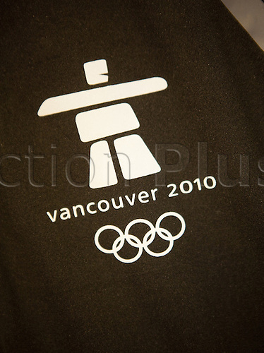 A T-shirt with the logo of the Olympic Games is British in a business in the winter sports place Whistler in the province Columbia in Canada in the offer. Of 12. by 28 February 2010 becomes in Vancouver XXI. Olympic winter games delivered. Most matches in the kinds of snow haven take place in close geelgenen Whistler. Photo: Frank Rumpenhorst/Actionplus. No Usage Germany, Austria or Suisse