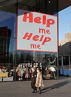 Nederland - Amsterdam - December 2018. Tekst op het Stedelijk Museum: Help Me.  Foto Berlinda van Dam / Hollandse Hoogte