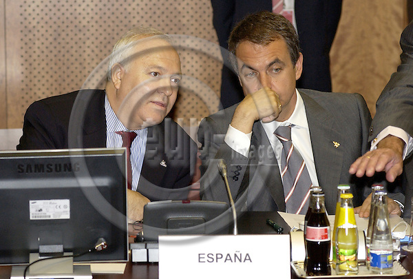 Brussels-Belgium - 16 June 2005---European Summit / Council meeting of European Heads of State/Government and their Foreign Ministers; here, Miguel Angel MORATINOS (le), Foreign Minister, with Jose (José) Luis Rodríguez ZAPATERO (ri), Prime Minister of Spain---Photo: Horst Wagner/eup-images