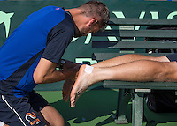 Moscow, Russia, 13 th July, 2016, Tennis,  Davis Cup Russia-Netherlands, Training Dutch team, Fysio Edwin Visser treating Matwe Middelkoop (NED)<br /> Photo: Henk Koster/tennisimages.com