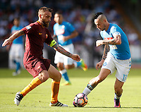 Calcio, Serie A: Napoli vs Roma. Napoli, stadio San Paolo, 15 ottobre. <br /> Napoli's Marek Hamsik, right, is challenged by Roma&rsquo;s Daniele De Rossi during the Italian Serie A football match between Napoli and Roma at Naples' San Paolo stadium, 15 October 2016. Roma won 3-1.<br /> UPDATE IMAGES PRESS/Isabella Bonotto