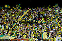 BUCARAMANGA, COLOMBIA - NOVEMBER 27-2015: Hinchas del Atlético Bucaramanga celebran su paso a la primera división del fúbol colombiano Liga Aguila después de siete años en la B al ganar 1 gol por cero a Universitario de Popayán   del torneo Aguila 2015-2 , jugado en el estadio  Alfonso López de Bucaramanga./ Fans of Atletico Bucaramanga celebrate their way to the first division of Colombian Liga Aguila fúbol  after seven years in the B to win by 1 goal to cero of  Universitario of Popayán Aguila 2015-2 tournament, played in the stadium Alfonso Lopez Bucaramanga. Photo:VizzorImage / Duncan Bustamante / contribuidor