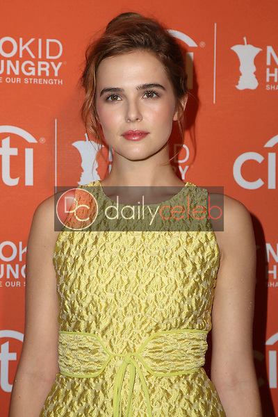 Zoey Deutch<br />