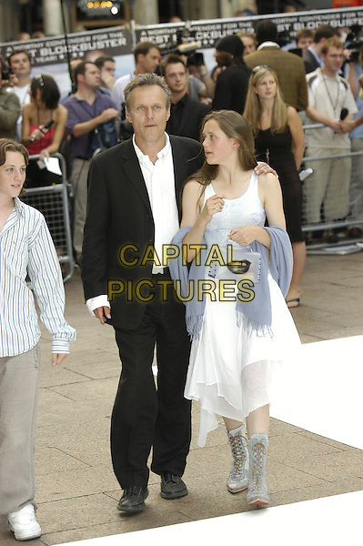 "ANTHONY HEAD.""I, Robot"" film premiere arrivals .Odeon Cinema, Leicester Square.London 4th August 2004.CAP/PL.full length, kids, children.www.capitalpictures.com.sales@capitalpictures.com.©Capital Pictures"