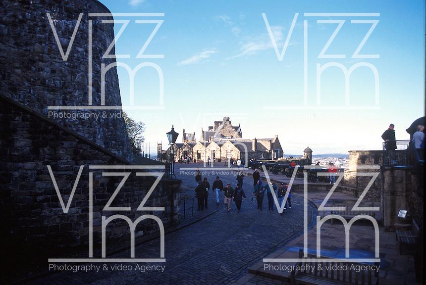 EDIMBURGO-ESCOCIA- 14-10-2007. Calles de ascenso al Castillo de Edimburgo, Escocia. Streets of ascent to Edinburgh Castle, Scotland. (Photo: VizzorImage)
