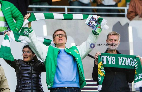 Stockholm 2014-09-28 Fotboll Superettan Hammarby IF - IK Sirius :  <br /> Tommy Boustedt , Generalsekreterare f&ouml;r Svenska Ishockeyf&ouml;rbundet , med en Hammarbyhalsduk innan matchen mellan Hammarby och Sirius <br /> (Foto: Kenta J&ouml;nsson) Nyckelord:  Superettan Tele2 Arena Hammarby HIF Bajen Sirius IKS supporter fans publik supporters halsduk
