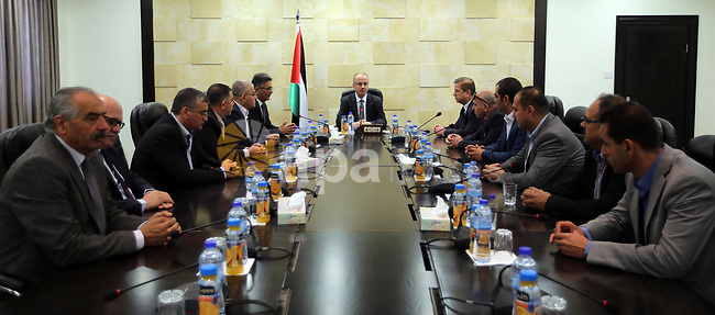 Palestinian Prime Minister Rami Hamdallah meets with a delegation from the Medical Association in the West Bank city of Ramallah on April 12, 2017. Photo by Prime Minister Office