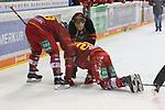 Duesseldorfs Carl Ridderwall (Nr.22) verletzt auf dem Eis beim Spiel in der DEL, Duesseldorfer EG (rot) - Straubinger Tigers (weiss).<br /> <br /> Foto © PIX-Sportfotos *** Foto ist honorarpflichtig! *** Auf Anfrage in hoeherer Qualitaet/Aufloesung. Belegexemplar erbeten. Veroeffentlichung ausschliesslich fuer journalistisch-publizistische Zwecke. For editorial use only.