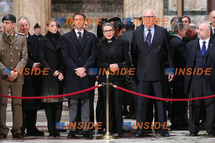 LA FAMIGLIA SAVOIA - SAVOY FAMILY - MARINA RICOLFI DORIA, VITORIO EMANUELE, SUO FIGLIO EMANUELE FILIBERTO E SUA MOGLIE CLOTILDE COURAU. THE SAVOY FAMILY .Roma 17/03/2011 Anniversario dei 150 dell'Unita' d'Italia. Cerimonia al Pantheon per la deposizione di una corona d'alloro sulla tomba del re Vittorio Emanuele II di Savoia..The italian President of the Repubblic, Premier, President of the Lower Chamber, President of the Senate bring a wreath of flower on the last italian king Vittorio Emanuele II of Savoy's grave into the Pantheon. .Photo Samantha Zucchi Insidefoto