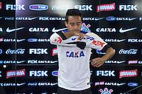 SAO PAULO, SP, 15.02.2014 - APRESENTACAO JADSON - O jogador Jadson e apresentado oficialmente como novo reforço do Corinthians no Centro de Treinamento Joaquim Grava na regiao leste de Sao Paulo, neste sábado, 15. (Foto: Vanessa Carvalho / Brazil Photo Press).