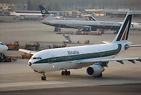 - airport of Milan Linate, Airbus Alitalia....- aeroporto di Milano Linate, Airbus Alitalia