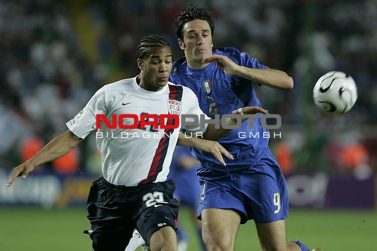 FIFA WM 2006 -  Gruppe E Vorrunde ( Group E )<br /> Play   #25 (17-Jun) - Italien - USA 1:1<br /> <br /> TONI  - ONYEWU <br /> <br /> <br /> Foto &copy; nordphoto