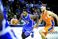 Action from the National Basketball League match between Wellington Saints and Southland Sharks at TSB Bank Arena, Wellington, New Zealand on Monday, 25 April 2016. Photo: Dave Lintott / lintottphoto.co.nz