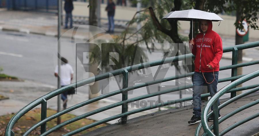 SAO PAULO, SP, 23.07.2013 - CLIMA TEMPO - SAO PAULO - Manha de chuva no bairro da Mooca na regiao leste da cidade de Sao Paulo. Foto: Vanessa Carvalho - Brazil Photo Press.